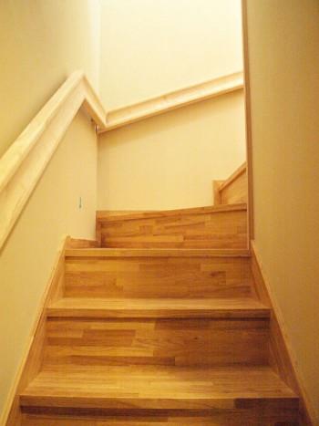 掴みやすい階段手摺のイメージ