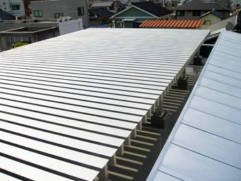 屋根の蓄熱を軽減するアルミフィンルーフのイメージ