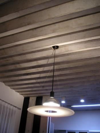 個性的なギザギザ天井のイメージ
