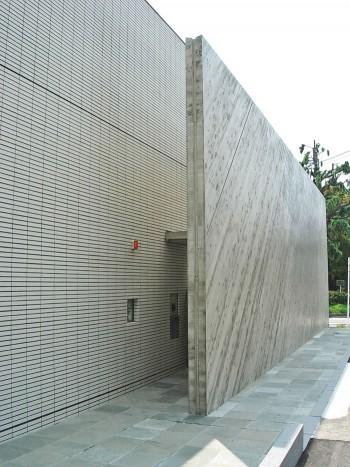 壁のスキマにあるアプローチのイメージ