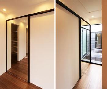玄関ホールの鏡スライドドアのイメージ