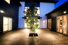みかん畑を借景する家
