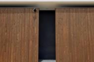 木板塀の家のイメージ3