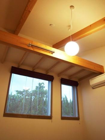 片流れ屋根の形状を利用したロフトスペースのイメージ