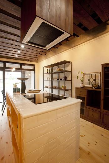 レトロでかわいいタイルキッチンのイメージ