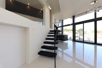LDKのアクセントとなる軽やかな階段のイメージ